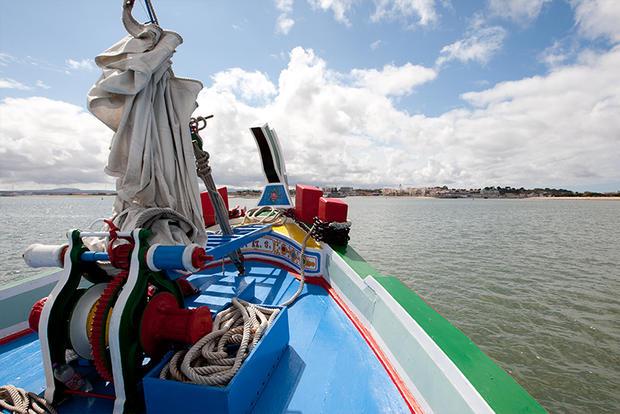 Embarcação tradicional na Baía do Seixal