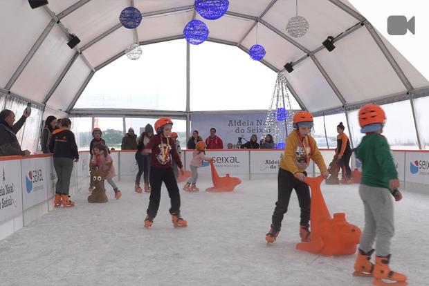 Pista de gelo na Aldeia Natal do Seixal
