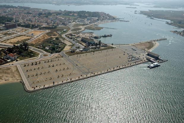 Parque do terminal fluvial do Seixal
