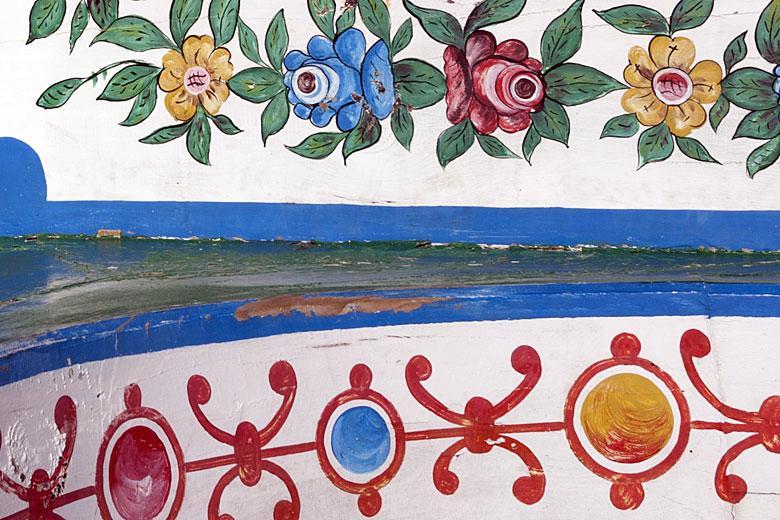 Pormenor de pintura em embarcação tradicional