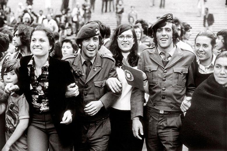 Pormenor da imagem promocional da exposição «Eduardo Gageiro - 40 Fotos nos 40 Anos do 25 de Abril»